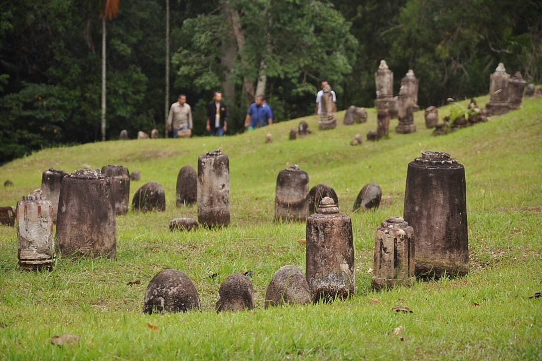 Komplek Pemakaman Mahligai Barus